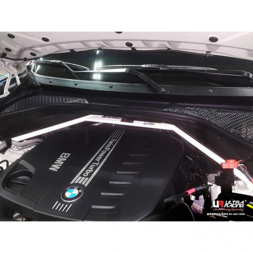 BMW X5 в кузове F15 передняя распорка стоек от Ultra Racing